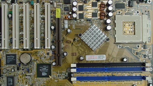 Asus A7N8X-E W-LAN-Edition im Test: Mainboard für Sockel A mit WLAN-Karte