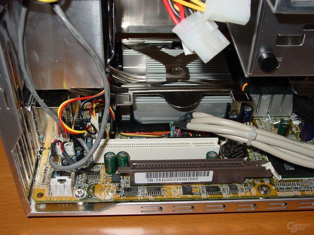 AGP- und PCI-Steckplatz