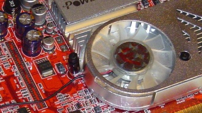 PowerColor 9600 XT Bravo im Test: Mit mehr Speichertakt zum Erfolg