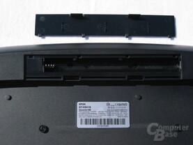 Tastaur-Rückseite mit Batteriefach