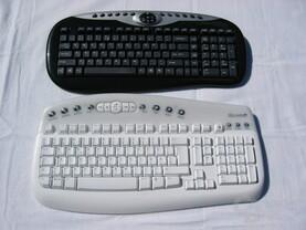 Größenvergleich gegen MS Wireless Multimedia Keyboard