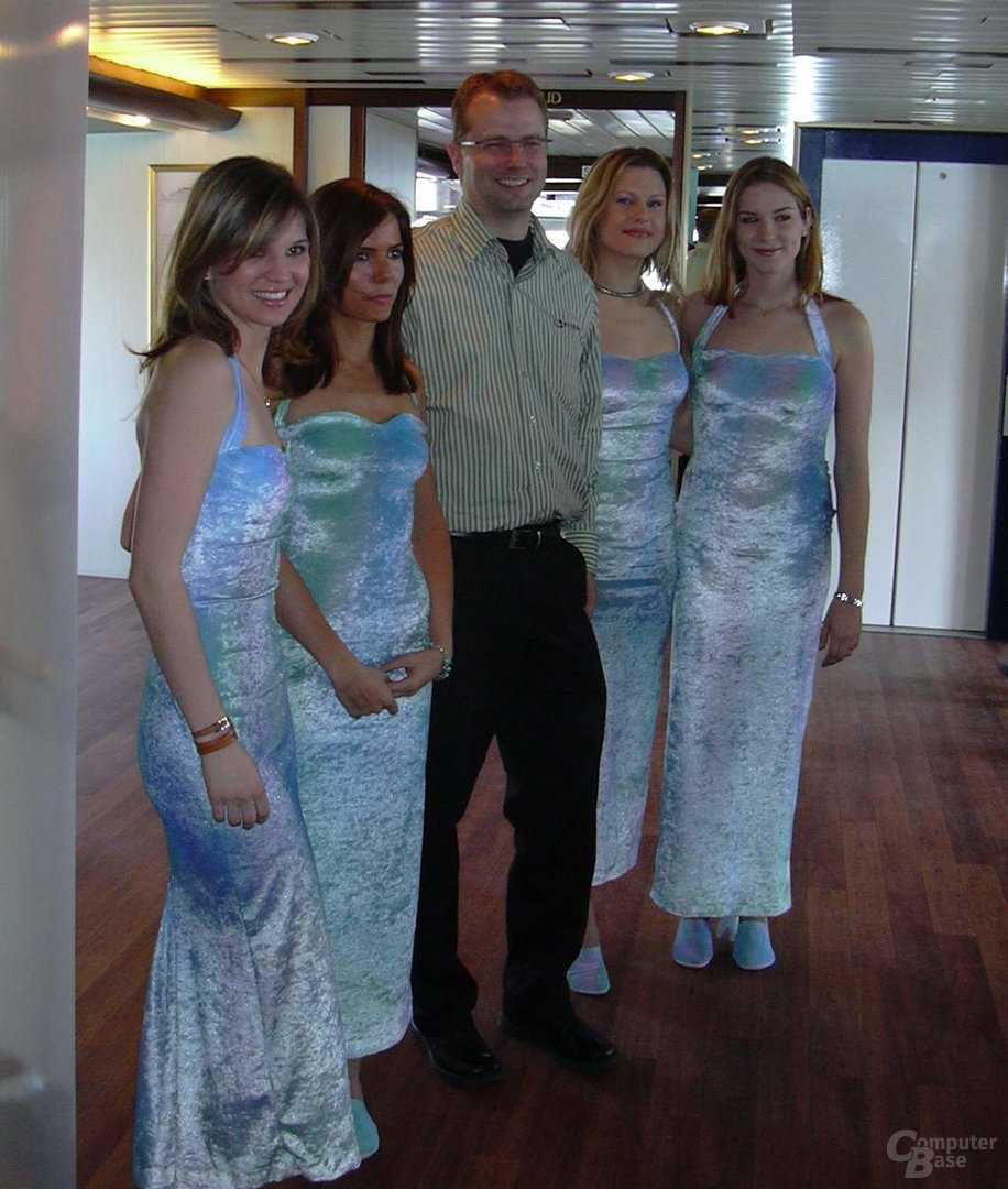Jens Neuschäfer mit Meerjungfrauen