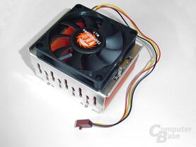 CPU-Kühler ASUS Schrägsicht