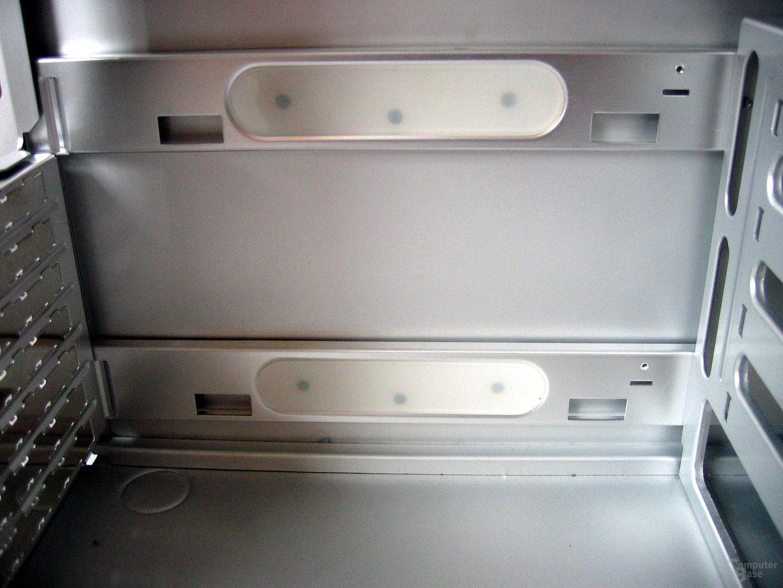 Kunststoffstreifen hinter Mainboardhalter