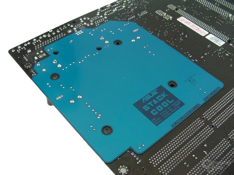 Zusatz-Versteifung gegenüber der CPU-Kühler-Aretierung