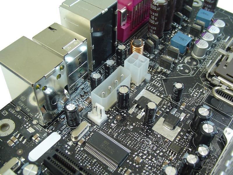 4-poliger Zusatzanschluss nach Intel-Referenz