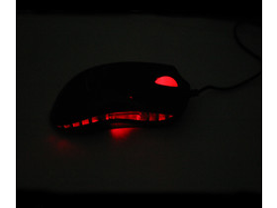 Razer Diamondback im Dunkeln von der Seite