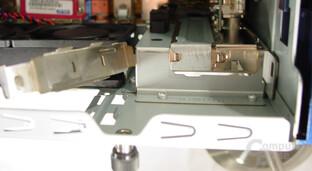 Asus S-presso S1-P111 Deluxe - Installation - Hebel für die Erweiterungssteckkarten