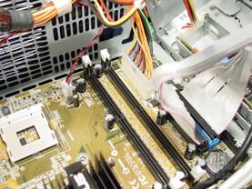 Asus S-presso S1-P111 Deluxe - Installation - RAM-Steckplätze und Stromstecker