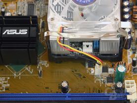Der Adapter muss zusätzlich mit Strom versorgt werden (Kabel liegt bei)