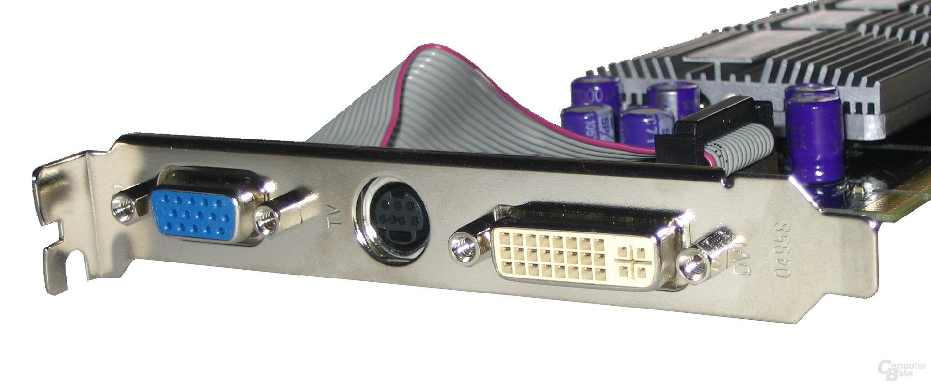 AOpen GeForce 6600 Front-Panel