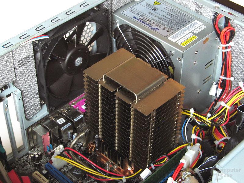 Passiv-Kühlung aus Japan: Der NCU-2000 sorgt für kühles AMD-Silizium