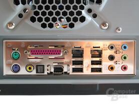 Das Anschlusspanel des Asus A8N SLI Premium