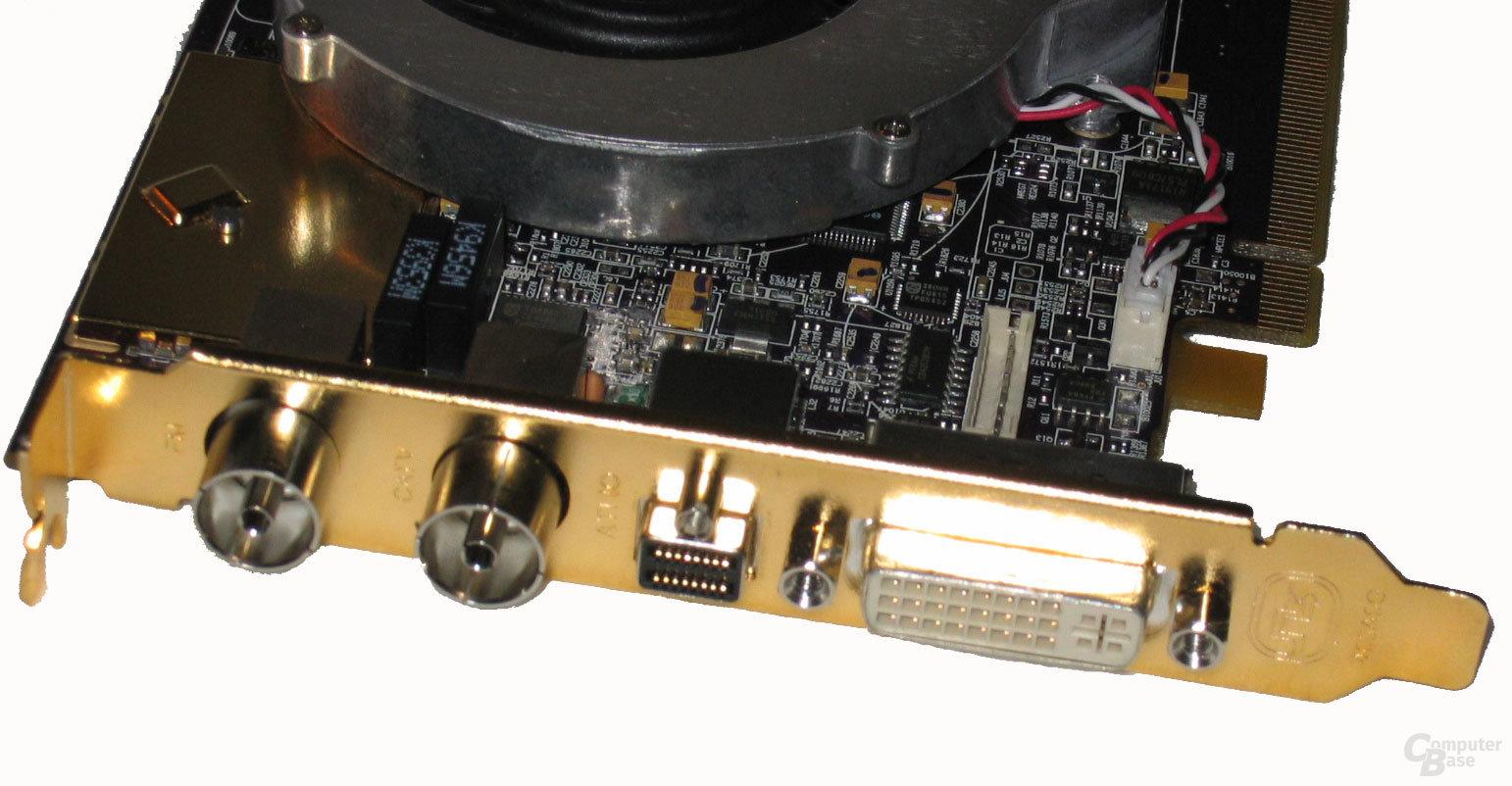 Anschlüsse & Microtune 2121 Tuner