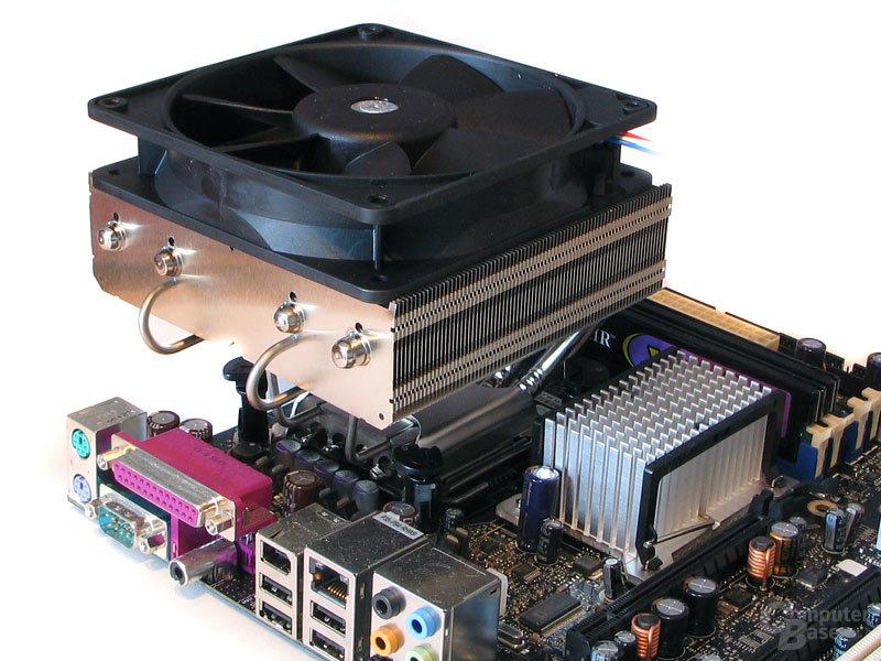 Fast unzumutbar: Montageakt für Intel Sockel 775