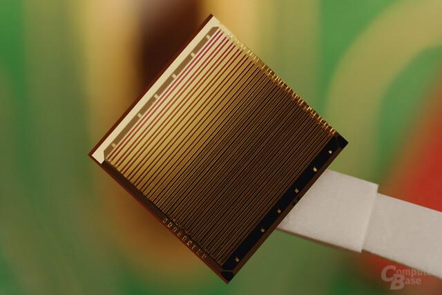 Intel Hybrid-Laser-Silizium-Chip mit meheren Lasern