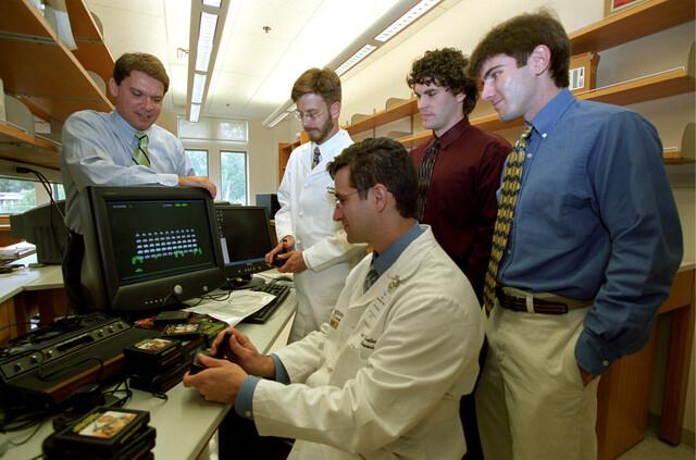 Computersteuerung per Gehirnwellen. Die Entwickler von l.n.r: Daniel Moran, Mathew Smyth, Eric Leuthardt, Nick Anderson, Tim Blakely