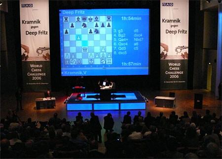 Runde 1: Kramnik gegen Deep Fritz - Quelle: Chessbase.com