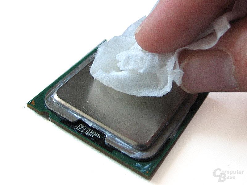 Saubere Sache: Isopropylalkoholtücher zum Reinigen von CPU-...