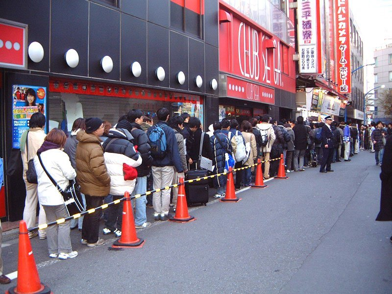 Schlange vor Tokyoter Kaufhaus
