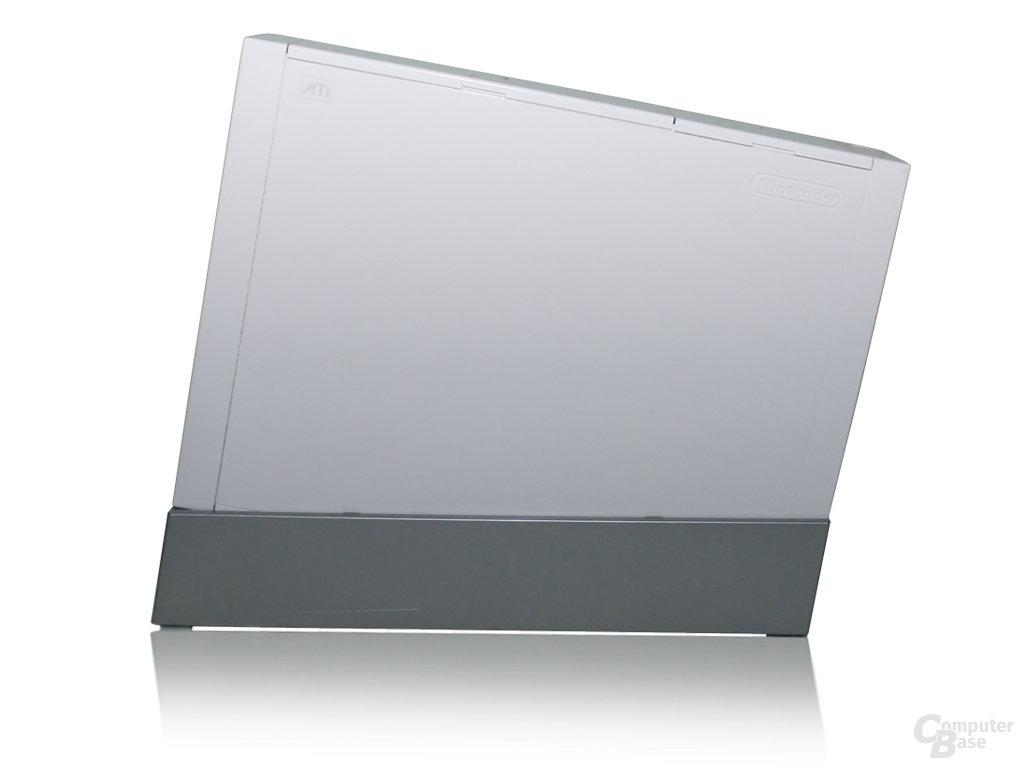 Wii-Konsole im Ständer - Seite