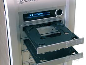 Doppeltes Brenner-Aufgebot: Zwei Sony NEC Optiarc 18-fach SATA-Brenner