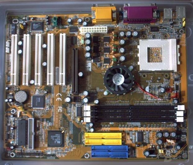 Erstes Board mit 400 MHz FSB