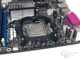 Kombination aus Vershraub- und Klammermontage auf dem Intel Sockel