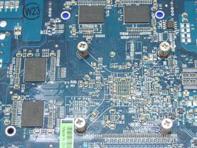 Radeon HD 2600 XT X2 GPU und Speicher Rueckseite
