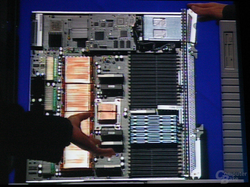Caneland-System mit Tigerton und Clarksboro –ausreichend DIMM-Slots sind vorhanden