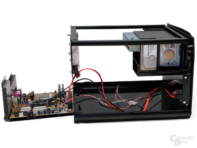 Fluch und Segen: Lange Kabel bei ausgezogenem Mainboardschlitten