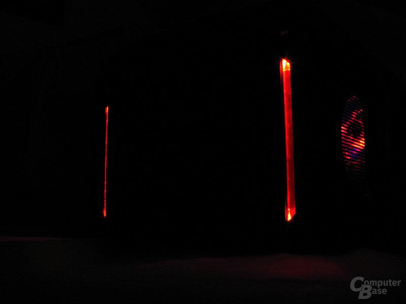 Rote Beleuchtung bei Dunkelheit