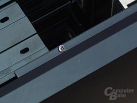Fieser Herstellerstreich: Diese Mini-Schrauben zur Seitenteilfixierung sind ab Werk viel zu fest angezogen