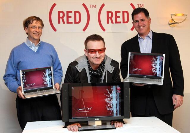 Bono, Mitbegründer von (RED), Bill Gates, Gründer und Chairman von Microsoft, und Michael Dell, Gründer und CEO von Dell, bei der Ankündigung ihrer (RED)-Partnerschaft anlässlich des Weltwirtschaftsforums in Davos
