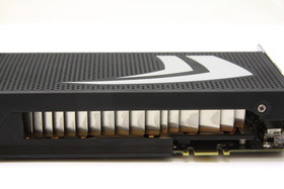 GeForce GTX 295 Kühler von der Seite
