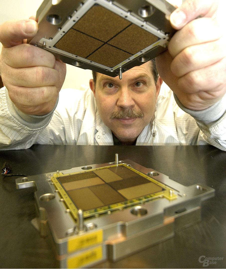 IBM z10 MCM-Sockel – Allein das Prozessorpackage ist teurer als Intel bester Itanium