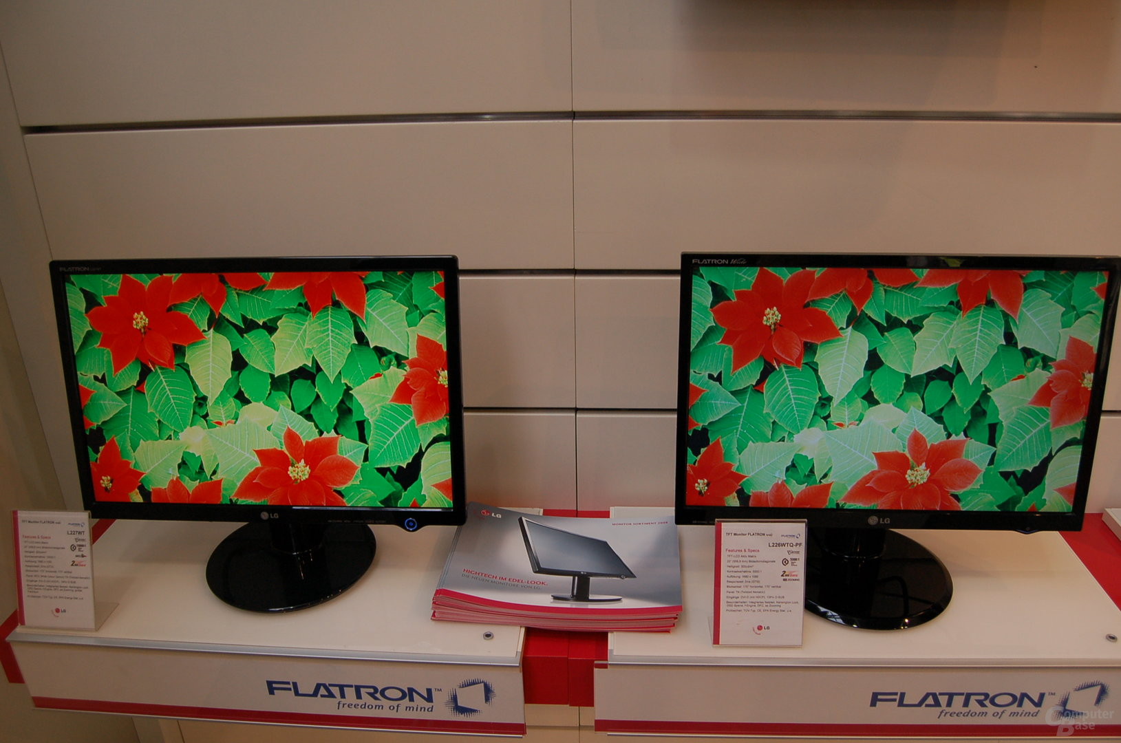 Links Monitor mit Wide Colour Gamur, rechts ohne
