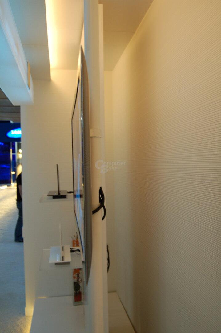 """31"""" OLED-TV von Samsung im Profil"""