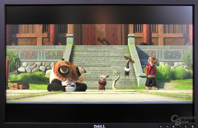 Gute und flüssige Darstellung bei der Filmwiedergabe: Bei den Reflexionen auf dem Bild handelt es sich nicht um ein Backlight-Bleeding des Bildschirms!