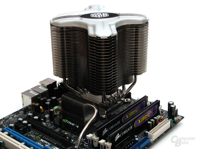 Hoch bauend: Viel Abstand zum Chipsatzkühler