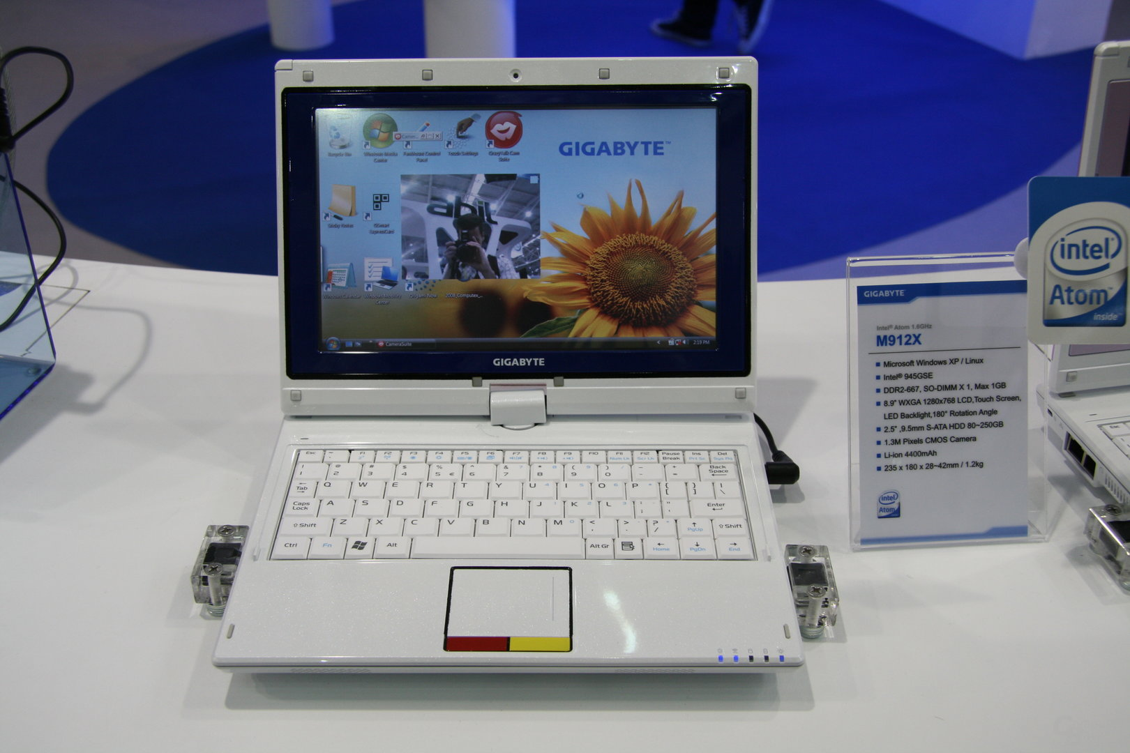 "Gigabyte M912: 8,9""-Notebook mit Touchpad"