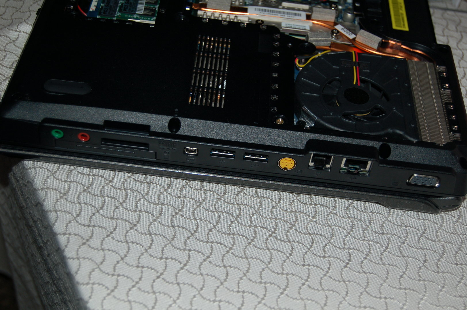 DIY Gaming Notebook mit 15,4-Zoll-Display