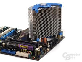 Echte 360°-Drehbarkeit – allerdings auch hohes Kollisionsrisiko mit dem Chipsatzkühler