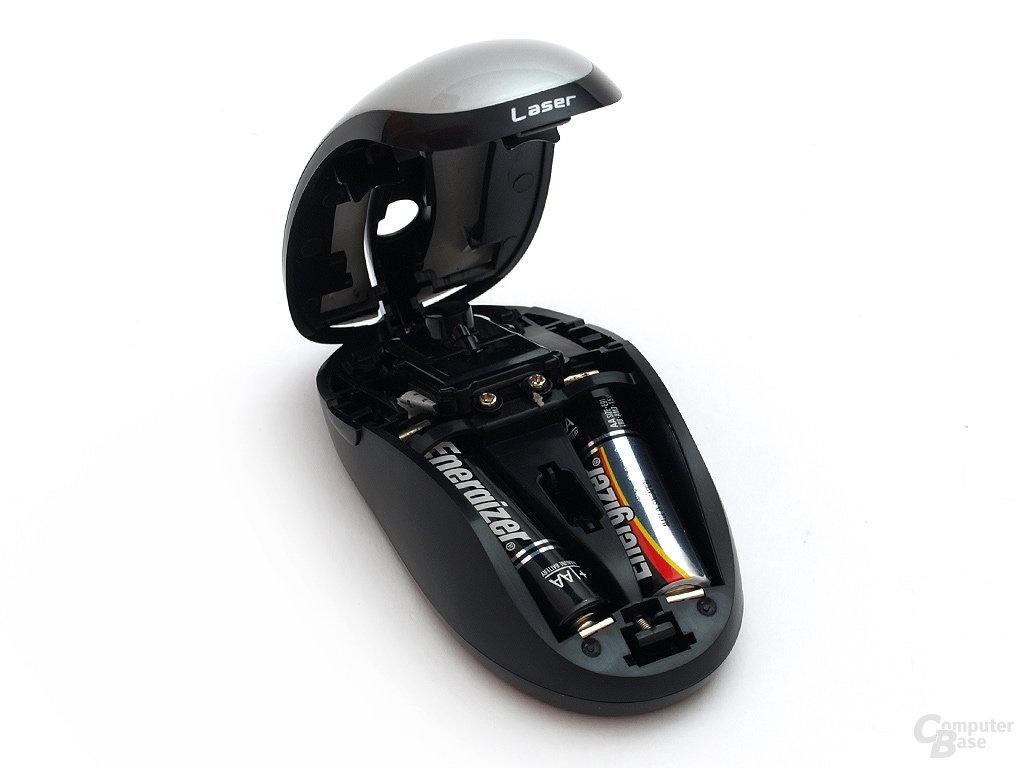 Motorhaube auf: Die gesamte Oberschale lässt sicha ufklappen