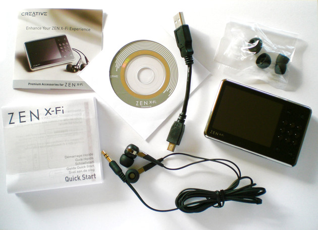 Der Zen X-Fi samt Zubehör