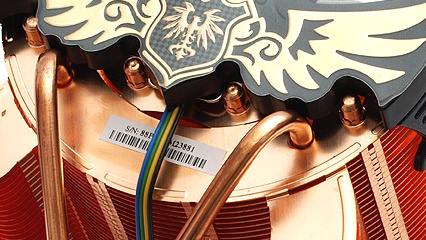 Asus Royal Knight im Test: Königlicher Vollkupferkühler in Ausnahmeoptik