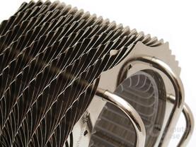 Zackiger Lamellenschnitt und versetzte Anordnung sorgen für Spiraleffekt