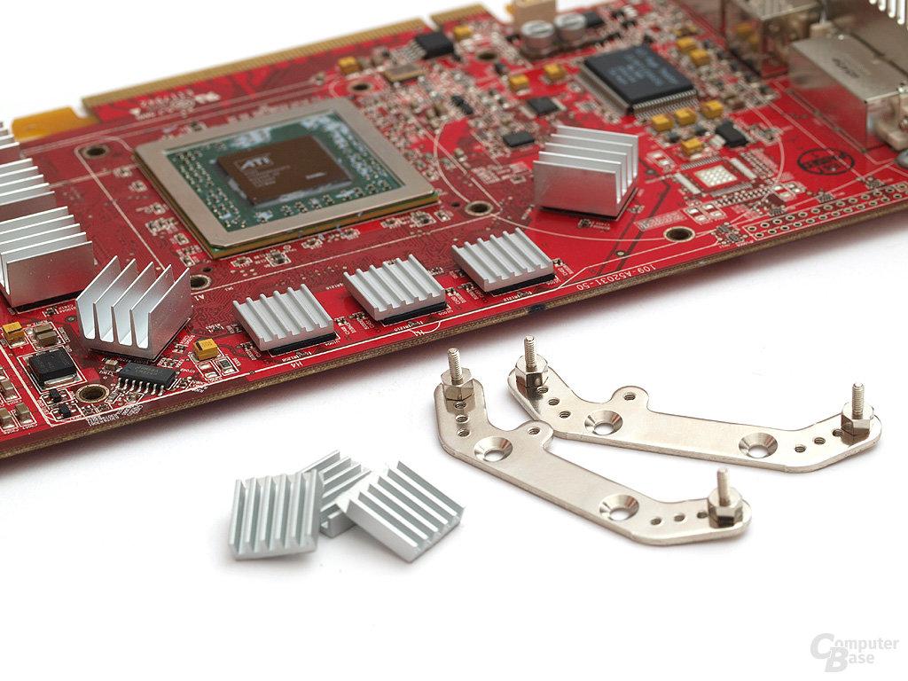 Zunächst RAM-Kühler anbringen und Haltebügel ausstatten