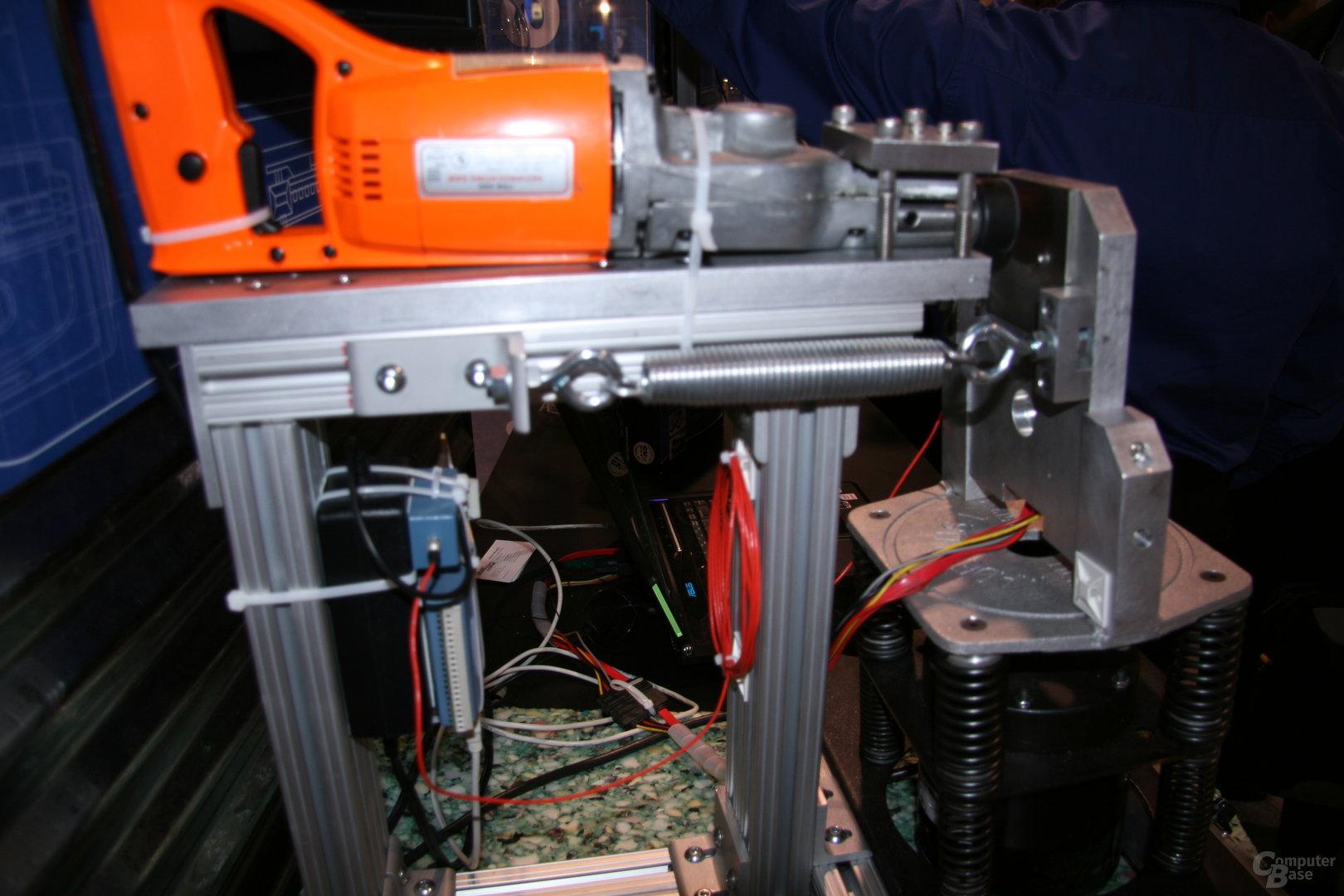 Solid State Drive von Crucial im Shaker