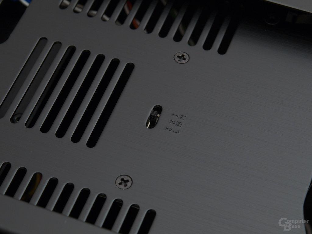 Miniregelung versteckt hinter Front und Staubfilter